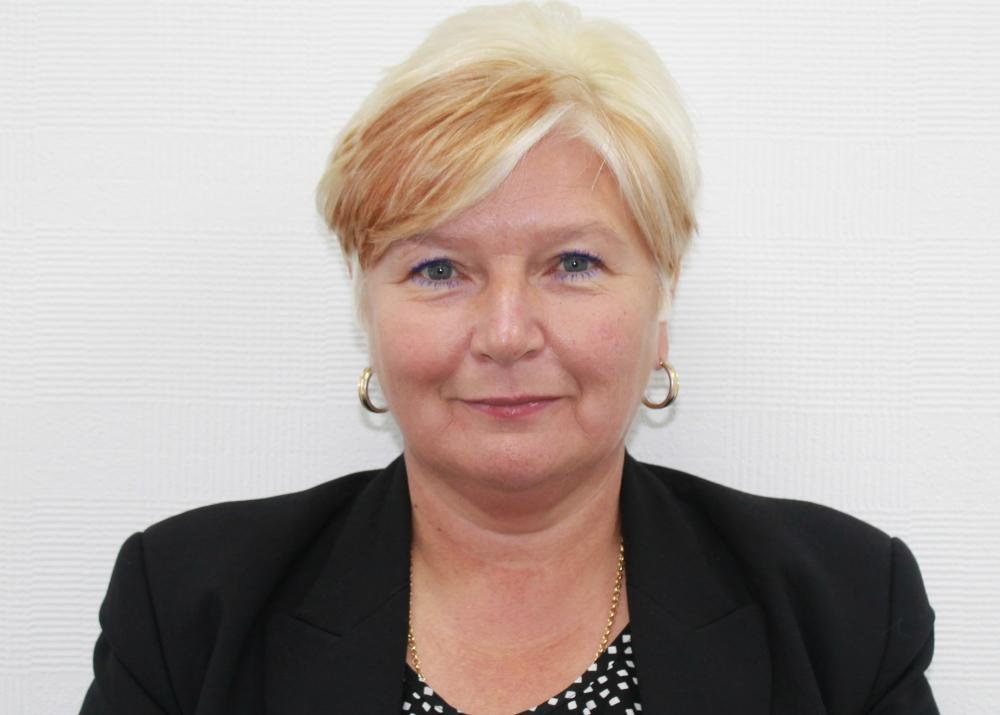 Mrs Christine  Lowe